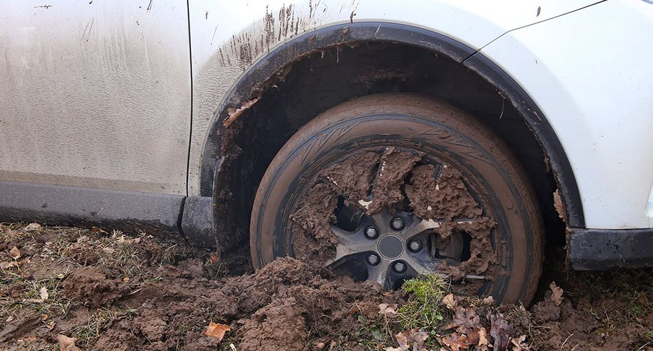 41e2b32f2 How to get your car unstuck from mud or sand | Simply Savvy