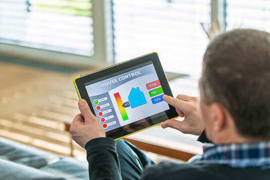 Power-tracking systems keep tabs on a home's total energy consumption, costs and carbon footprint in real time.