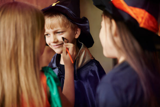 Children should wear non-toxic or hypoallergenic face paint or makeup instead of masks during Halloween.
